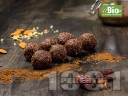 Веган бонбони с фурми, какао, лешников тахан, фурми и бадеми - снимка на рецептата